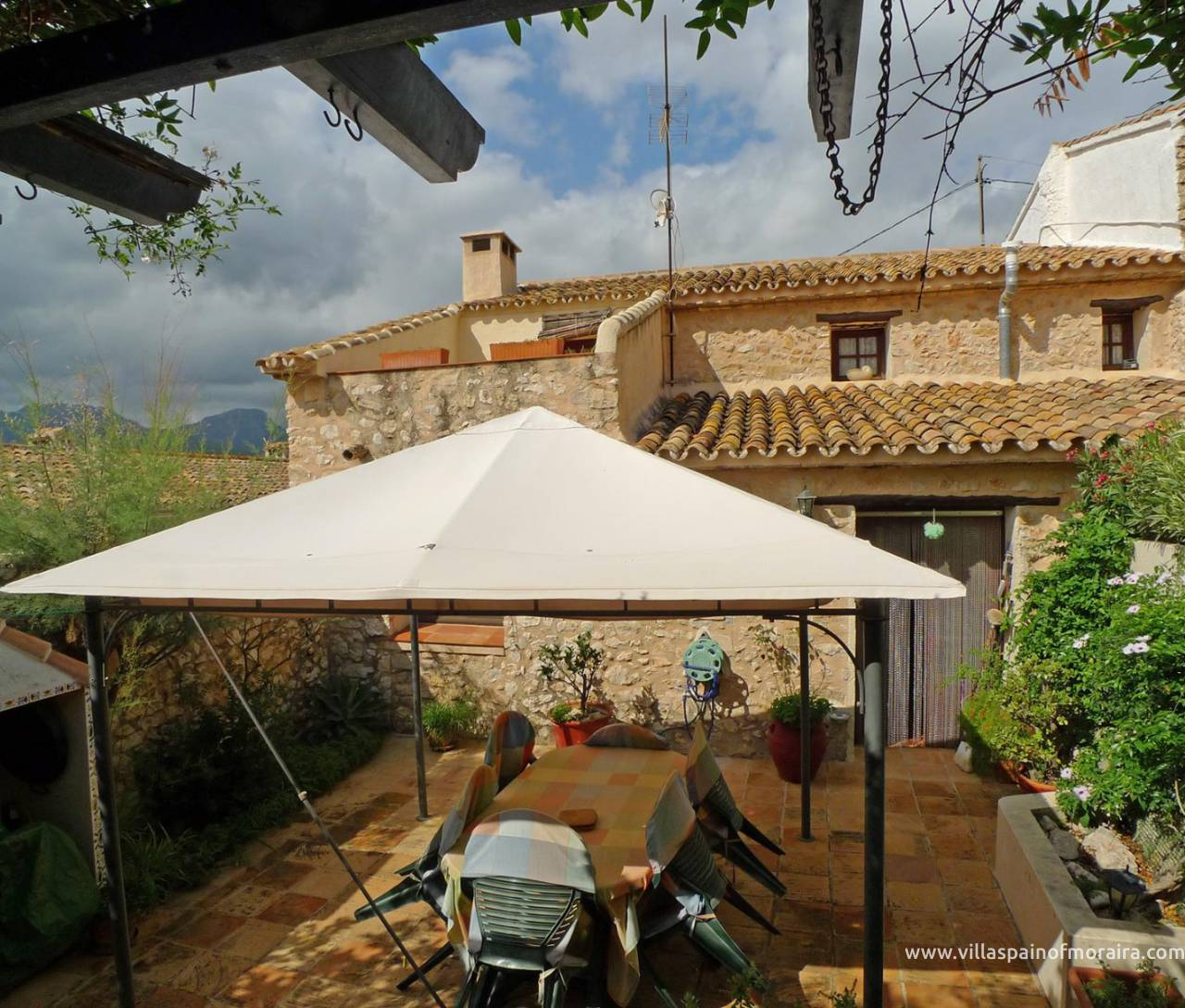 Traditional townhouse for sale in Lliber courtyard